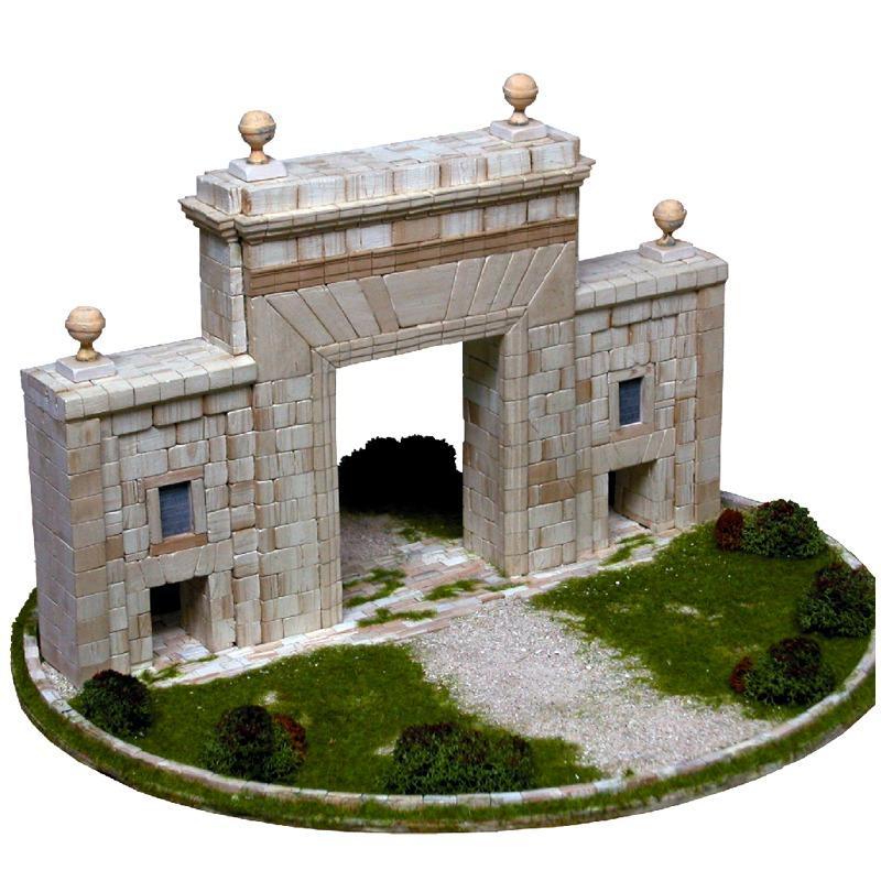 Monumentales Carmen Tor für den Schreibtisch