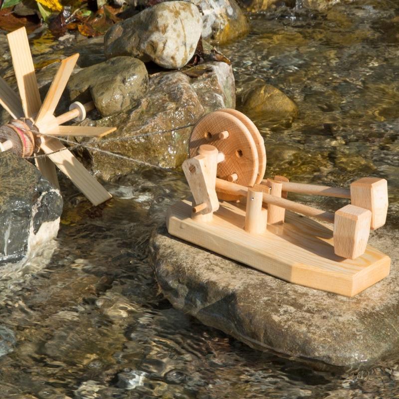 Hammerwerk mit einem Wasserrad antreiben
